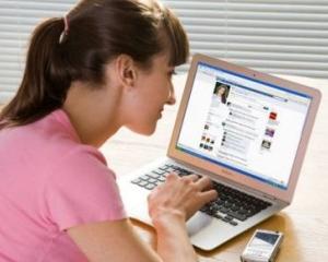 STUDIU: Cel mai mare risc legat de utilizarea retelelor sociale online la birou este scaderea productivitatii muncii, spun 30,7% din manageri