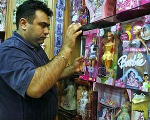 Iranul se razbuna cum poate pe capitalism: confisca papusi Barbie