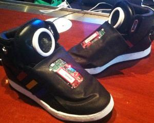 Google lanseaza pantofii conectati la internet