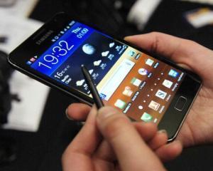 Utilizatorii de smartphone-uri isi doresc ecrane mai mari