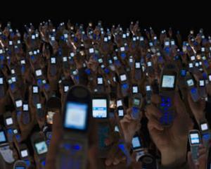 Numarul de utilizatori ai serviciilor de telefonie mobila aproape a atins pragul de 6 miliarde la sfarsitul lui 2011