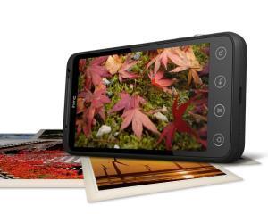 HTC Evo 3D vine in iulie in Europa