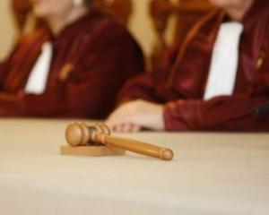 USL a luat in brate Codul de Dialog Social si Legea salarizarii profesorilor. Pe ambele le duce la CCR