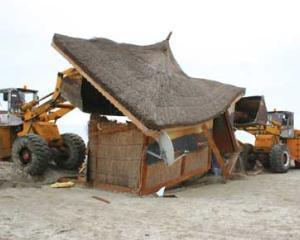 Constructiile ilegale de pe plaje vor fi demolate in 48 de ore, chiar daca au autorizatii de la primarii
