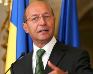 Basescu nu renunta la obiectivul de aderare la zona euro in 2015