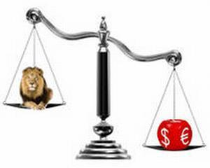 Leul creste, economia scade