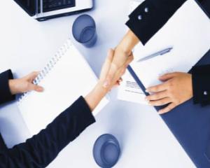 Cum sa pierzi negocierile cu o strangere de mana