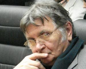 OAR: Blocurile gri socialiste se transforma in niste cladiri ridicole spoite