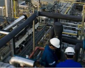 Ministerul Economiei a primit sase oferte pentru 9,8% din actiunile Petrom. J.P. Morgan, Goldman Sachs si Nomura sunt in cursa