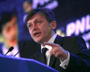 Antonescu il ameninta pe Basescu cu suspendarea daca presedintele nu semneaza decretul de investire a lui Hasotti