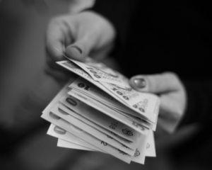 Salariul mediu net, mai mare cu 5 lei in aprilie