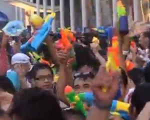 Thailanda si-a castigat un loc in Cartea Recordurilor, cu ajutorul pistoalelor cu apa