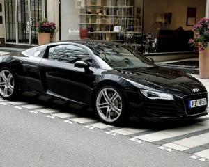 O pensionara de 75 de ani conduce un Audi R8
