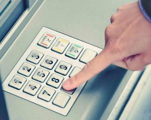 Spalati-va pe maini: Tastaturile bancomatelor sunt printre cele mai mari gazde de virusuri cauzatoare de boli