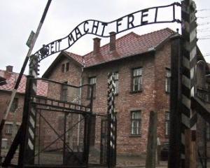 Doi germani au furat trei lazi cu documente istorice referitoare la personalul de la Auschwitz