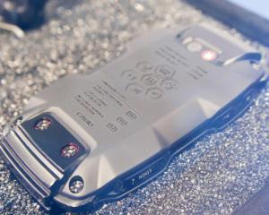 Telefonul Casio G-Shock e tare ca piatra