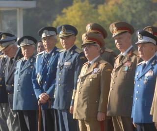 Recalcularea pensiilor militare se amana. Basescu acuza mogulii