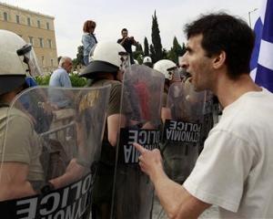Fondul Monetar International este ingrijorat, dupa revizuirea celui de-al 5-lea acord stand-by al Greciei