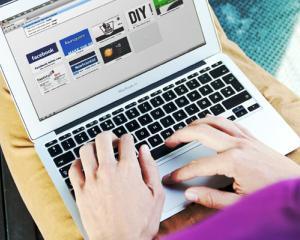 Facebook vrea sa cumpere cel mai popular browser mobil din lume, Opera