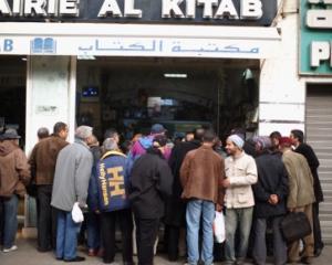 Victoria literaturii: Cartile interzise se intorc pe rafturile librariilor din Egipt si Tunisia