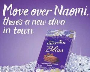 Compania Cadbury ii cere scuze lui Naomi Campbell din cauza unei reclame