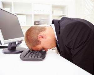 4 moduri in care munca la birou iti distruge corpul