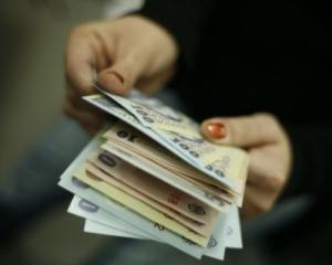 In martie, castigul salarial mediu nominal brut a fost de 2.126 lei, in crestere cu 98 lei fata de februarie