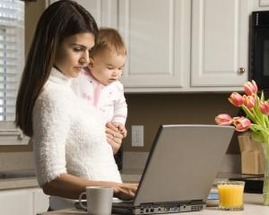 Marea Britanie: 60% dintre angajati estimeaza ca vor lucra de acasa in urmatorii 10 ani