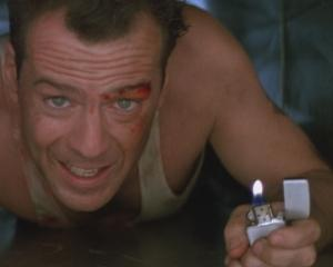 Bruce Willis, greu de convins: Actorul doreste sa dea in judecata compania Apple