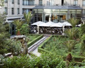 Paris ramane fara Hilton