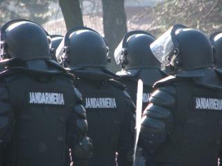 Jandarmeria se echipeaza pentru revolte