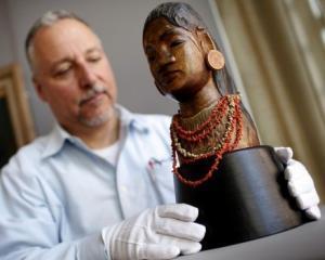 Sculptura de Gauguin, vanduta la pretul record de 11,3 milioane de dolari
