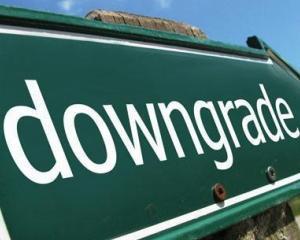 Moody's va taia ratingurile a peste 100 de banci