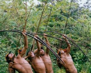 Un trib din Ecuador va lupta pana la moarte cu o companie petroliera ca sa apere padurea tropicala