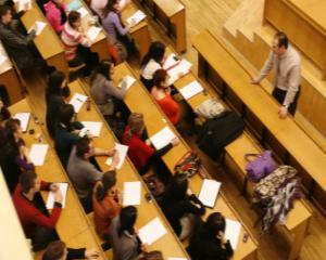 Studentii romani pleaca, tunisienii vin