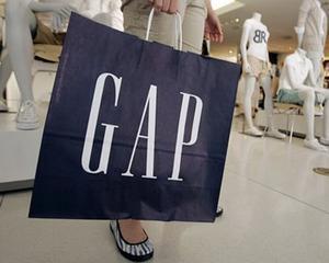 Retailerul de imbracaminte Gap vede cresterea in outleturi si online