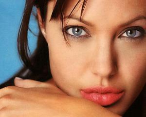 Angelina Jolie si un debut regizoral