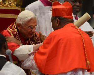 Mesaj al cardinalilor dupa demisia Papei. Tensiuni la Vatican