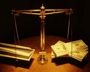 Deficitul extern scade cu 37,7%, datoria externa creste cu 2,9%