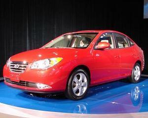 Hyundai recheama 300.000 de automobile Elantra cu probleme la airbaguri