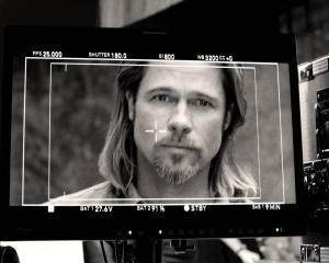 Te-ai lasa convins de Brad Pitt sa iti cumperi un Cadillac?