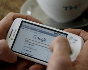 Traficul de voce si cel de SMS vor creste moderat