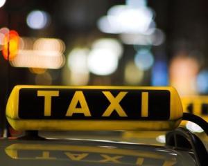 """Taxi Cobalcescu a majorat tariful pe kilometru de la 1,39 lei la 1,69 lei pe baza unui """"aviz verbal"""" din partea Primariei"""