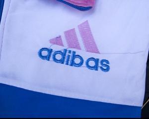 Nike, Adidas si Puma versus Mike, Adibas si Puna