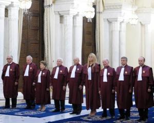CONTINUA CRIZA POLITICA: CCR amana decizia privind referendumul pana pe 12 septembrie [UPDATE]