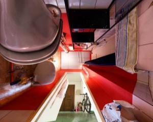Iluzie optica: camera cu podea...