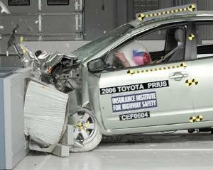 Masina hibrid, mai sigura in caz de accident