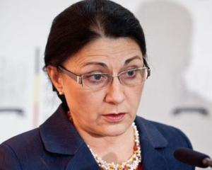 Ministrul Educatiei, Ecaterina Andronescu, pierde trei articole din cauza plagiatului