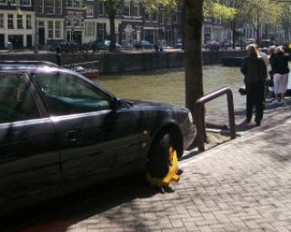 Un sofer a primit 1.500 de lei amenda pentru ca a parcat pe locul altuia