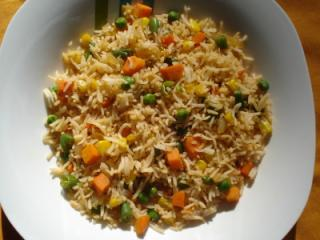 Retetele Capitanului Gurmand: Orez cu legume si pui - varianta chinezeasca